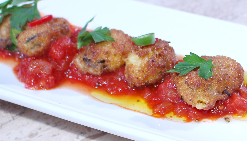 Choritos Apanados Con Salsa De Tomate Picante